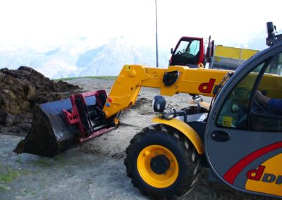 agri-telehandler-excavating-bucket